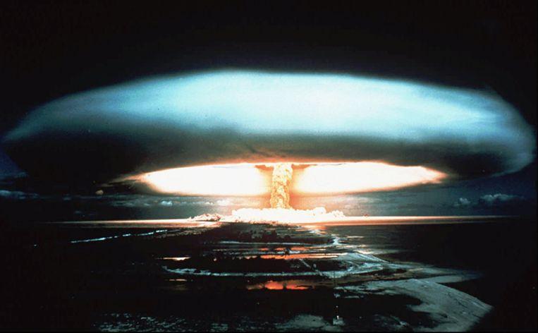 Een Franse kernproef in september 1971, op het atol Mururoa.  Beeld AP