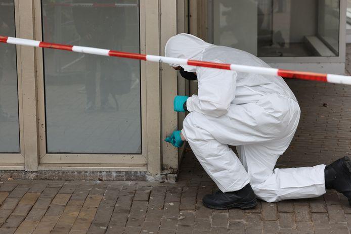 Op het Meerminneplein werd onderzoek gedaan naar een bloedspoor.