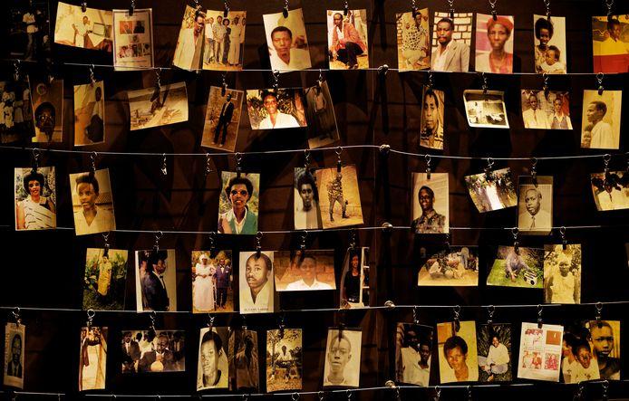 Foto's van de bij de genocide omgekomen mensen hangen in het Kigali Genocide Memorial-centrum in the de Rwandese hoofdstad Kigali.