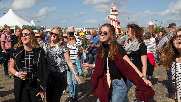 Bezoekers van festival Concert at Sea in Zeeland. Beeld ANP Kippa