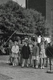 Wie deed er verkeersexamen in 1961 en waar is deze foto gemaakt?