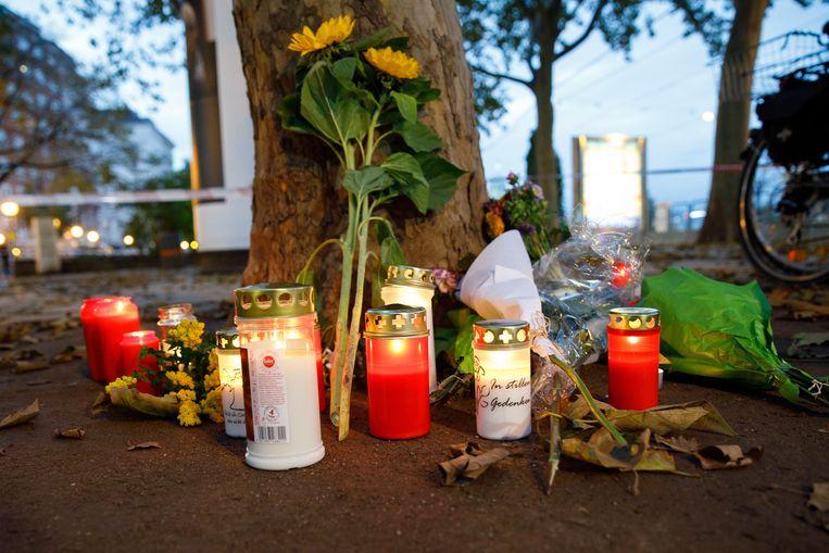 Kaarsen en bloemen in Wenen. Beeld EPA