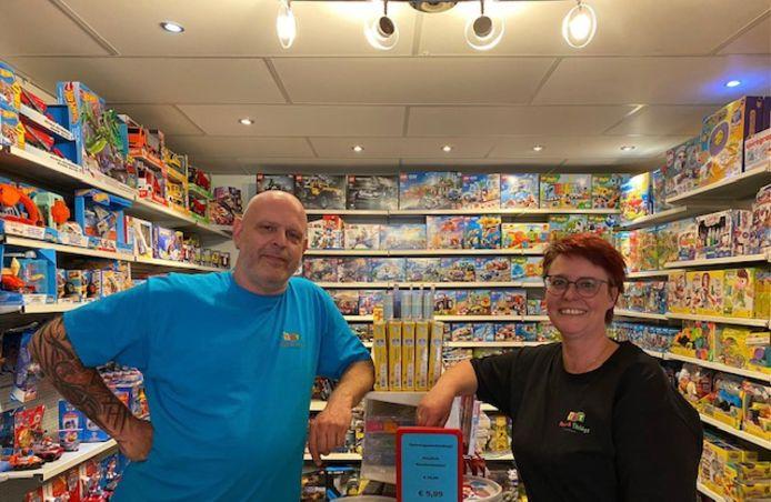 Monique Baars en haar man Bart zijn een speelgoedwinkel begonnen.