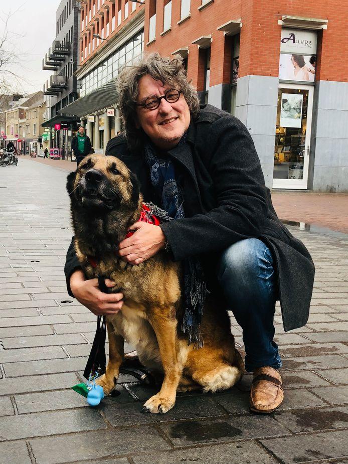 Kees Thies met Blafmans op het Statenplein in Dordrecht.