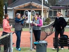 Tennissers Dieren hoeven niet lang te wachten op eerste partijtje van het nieuwe jaar