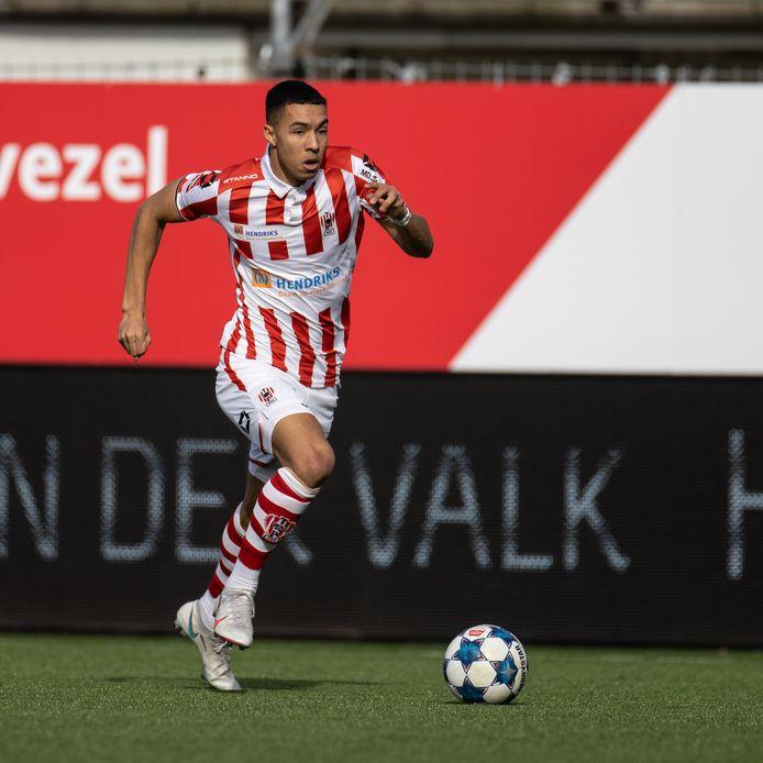 Ruben Roosken, hier in actie voor TOP Oss, heeft vrijdagmiddag een contract getekend bij Heracles Almelo.