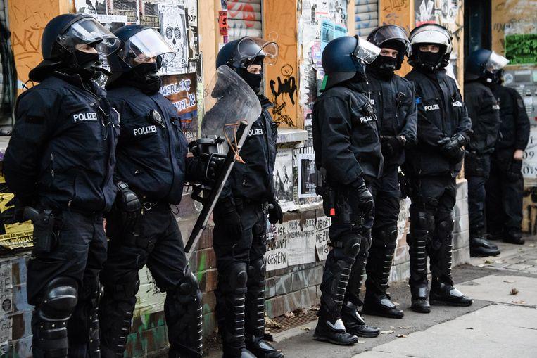 De politie viel onder meer binnen in de wijk Friedrichshain.
