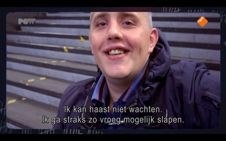 Harry uit 'Achterblijvers' is onderweg naar Limburg om te gaan wildkamperen, om zijn vriendin Jamie op te halen uit de gevangenis. Beeld PowNed