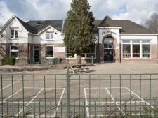 Ouders en leraren laten kinderen in schimmelschool op de Boskamp zitten