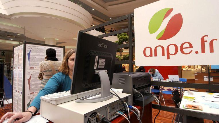 Een Française op zoek naar een job in een bureau in Nantes. Beeld PHOTO_NEWS