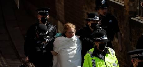 Une manifestante topless arrêtée en marge des funérailles du prince Philip