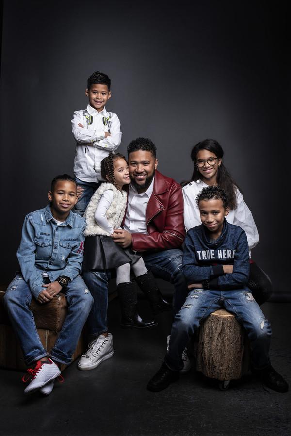 Papa Jay Lopez deed met zijn vijf kinderen mee aan het programma Een huis vol.