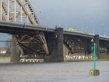 Parkeerplaatsen langs Waal gesloten vanwege stijgend water