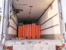 Griekse politie haalt 41 migranten ongedeerd uit koelwagen