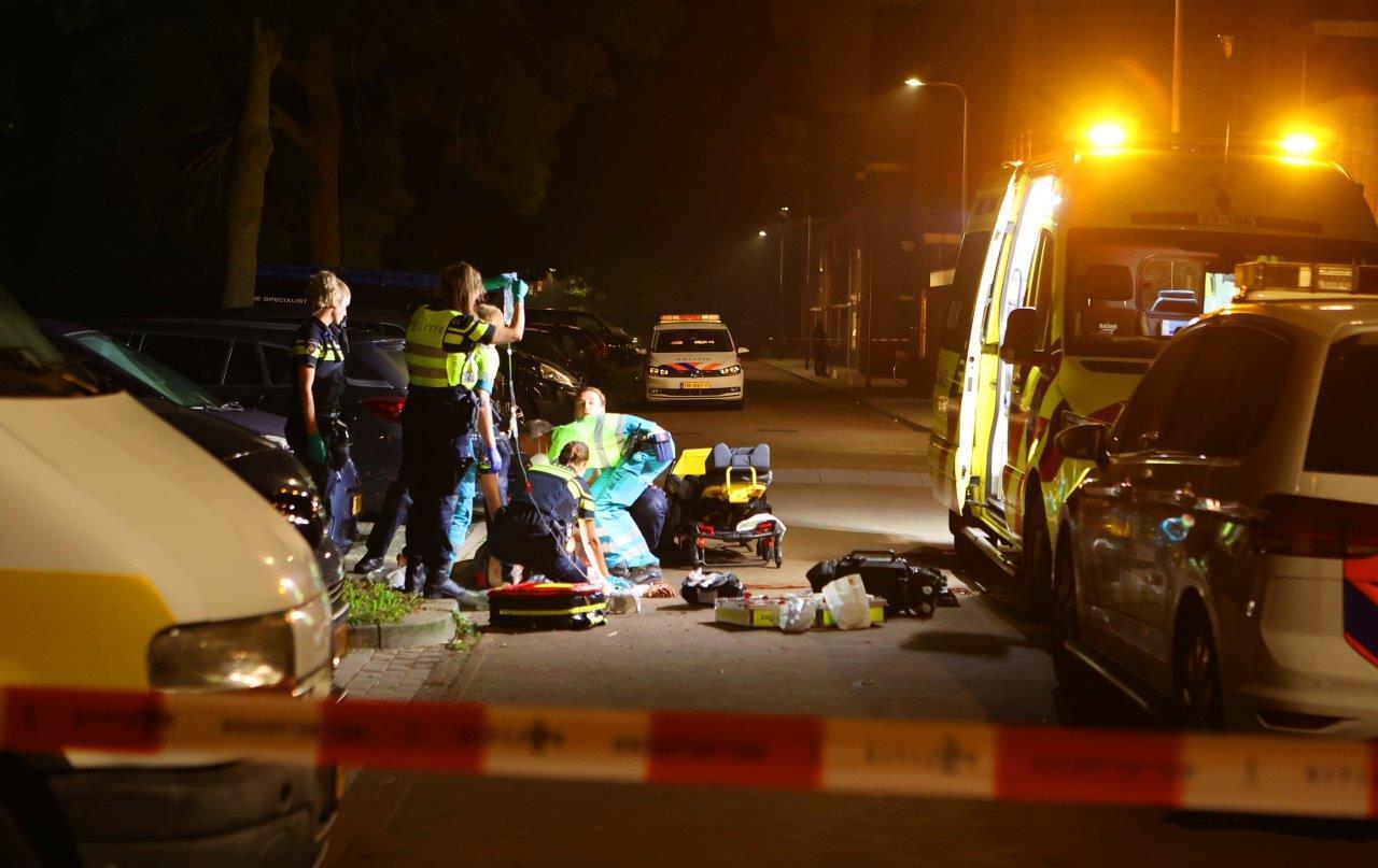 Hulp voor een man die zaterdagnacht aan de Bossche Acaciasingel werd aangetroffen nadat hij werd neergestoken.