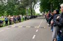 Vrijdagmiddag 23 juli is een laatste eer bewezen aan de neergeschoten beveiliger, de 53-jarige Martin den Dekker. Bij een heftig geweldsincident, maandagmiddag 12 juli, op de locatie van ggz-instelling Parnassia aan de Leggelostraat in Den Haag, raakte een behandelaaren beveiliger Martin ernstig gewond.