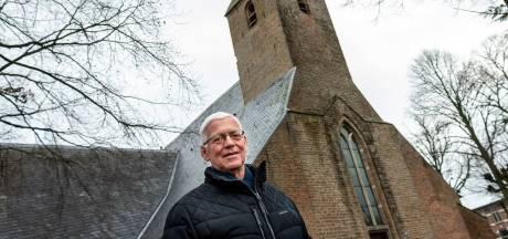 Kerkklokken laten luiden in nieuwjaarsnacht? Koster Wim doet het al jaren in Oene (en dat gaat wel eens fout)