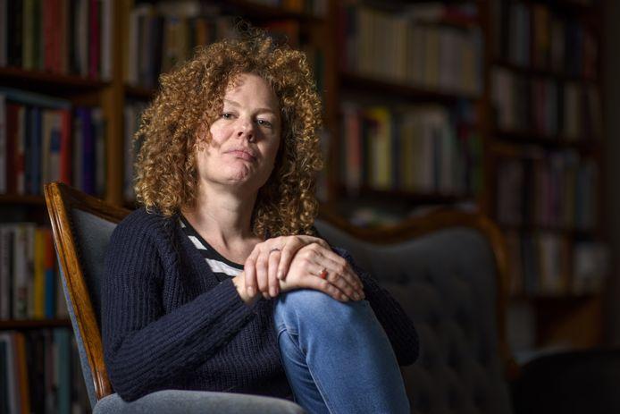 Frederike Scholing bracht een groot deel van haar leven door in de Lochemse boekwinkel Lovink. ,,Dankzij mijn werk bij Lovink had ik toegang tot heel veel boeken over de donkere kant van de mens. Dat heeft me verrijkt.''