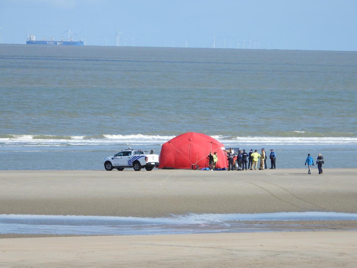 Lichaam aangespoeld op strand De Haan.