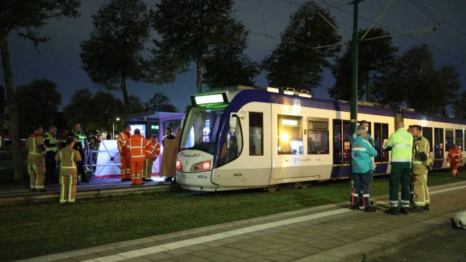 Drie tieners aangehouden na fatale aanrijding met tram in Den Haag, man (39) overleden