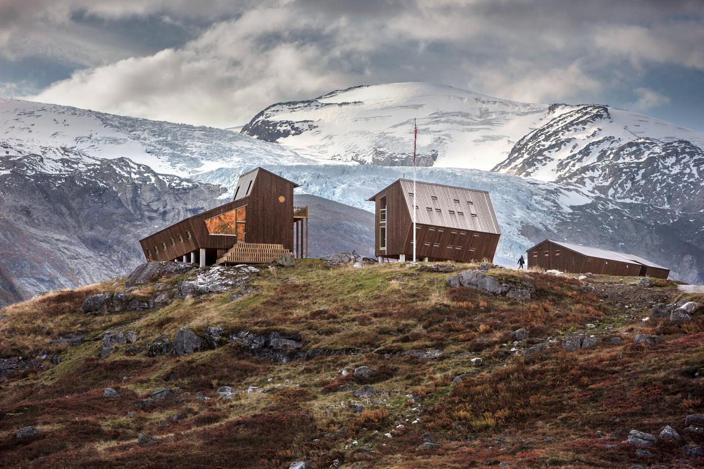 Het wandelhuttencomplex aan de voet van de Jostedalengletsjer. Beeld Jan M Lillebø