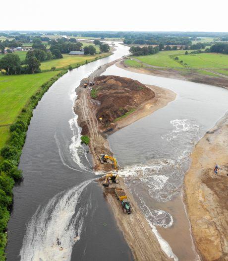 Hier wordt een complete rivier verplaatst (en dat kost miljoenen)
