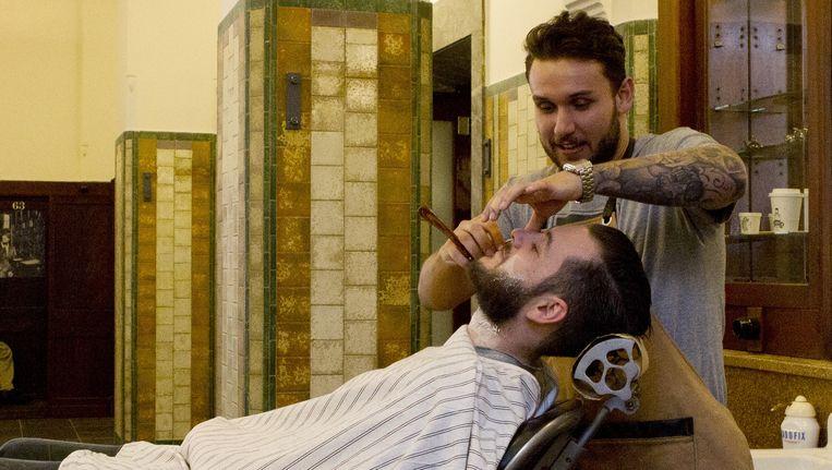 De nieuwe barbershop van Cut Throat Barber and Coffee op Beursplein Beeld Sanne Zurne