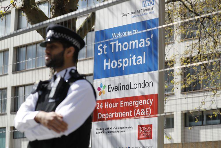 Premier Boris Johnson ligt in het St. Thomas's Hospital in Londen.  Beeld AFP