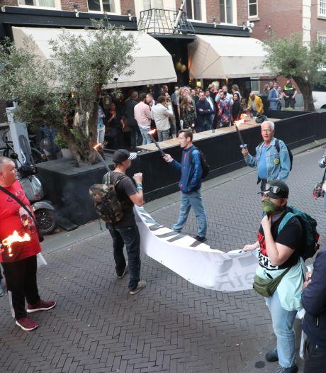 Boeteregen voor 'vervelende' fakkeldemonstranten in Den Haag, 'uw haar staat in brand'