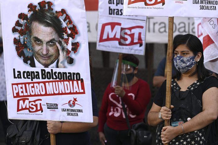 President Jair Bolsonaro wordt tijdens deze betoging in Buenos Aires beschouwd als een bedreiging voor de wereld.