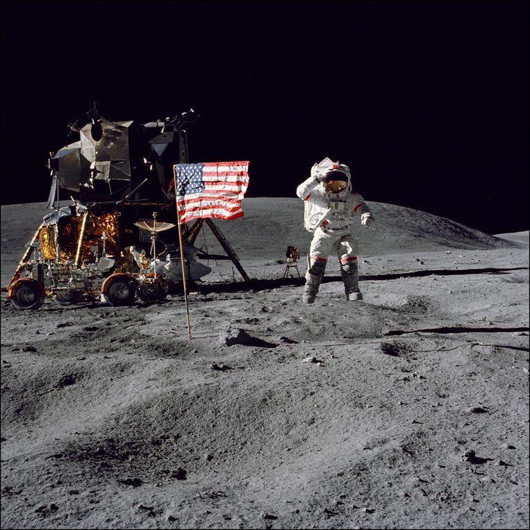 Astronaut John W. Young, bemanningslid van Apollo 16, de vijfde en laatste maan-missie van NASA in 1972.