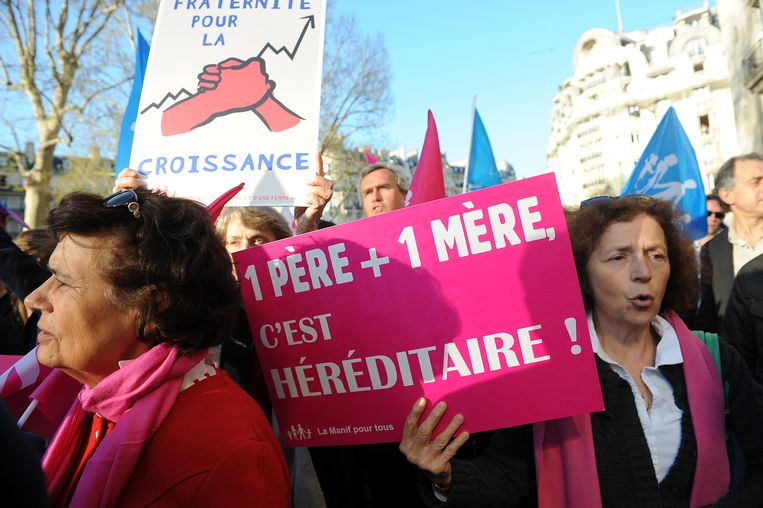 Een Franse manifestatie tegen adoptie door homokoppels. Toch zitten deze conservatieve stemmers vandaag vaak in hetzelfde politieke kamp als de mensen tegen wie ze protesteren. Beeld Getty Images