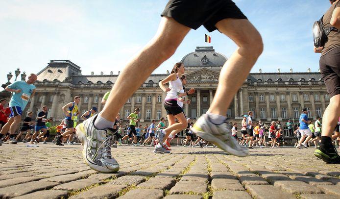 Traditionnellement organisés le dernier dimanche du mois de mai, les 20 km de Bruxelles reviennent le 12 septembre avec une nouveauté cette année. La course fera place aux marcheurs. Fixé initialement à 4h00, le temps maximum sera dès lors adapté et passera à 6h00.