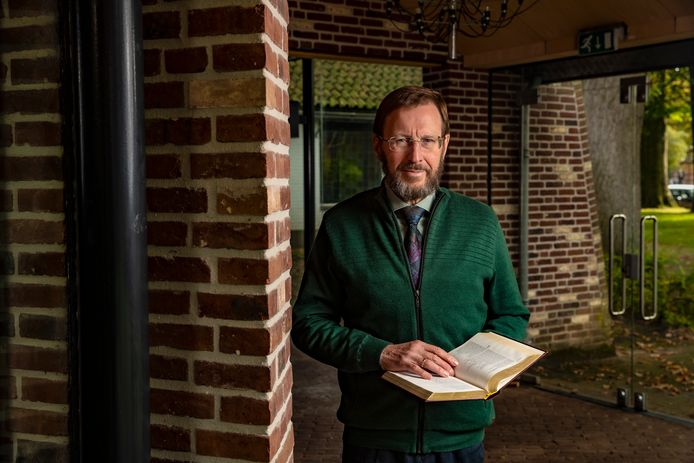Eric Peels uit Oene, en hoogleraar aan de Theologische Universiteit in Apeldoorn, werkte mee aan de revisie van de Nieuwe Bijbelvertaling, die woensdag wordt gepresenteerd.