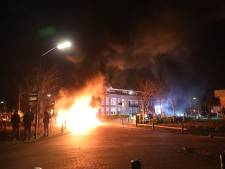 Onruststokers in Veen bekogelen brandweer met zwaar vuurwerk: 'Compleet idioot en verwerpelijk'