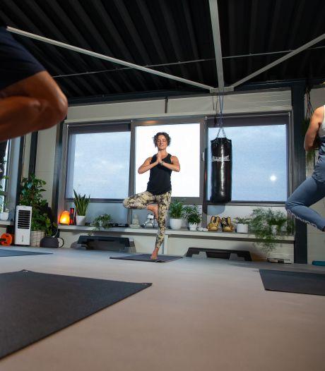 Yogadocent wil meer parkinsonpatiënten helpen met bewegen: 'Je kunt zoveel betekenen voor deze mensen'