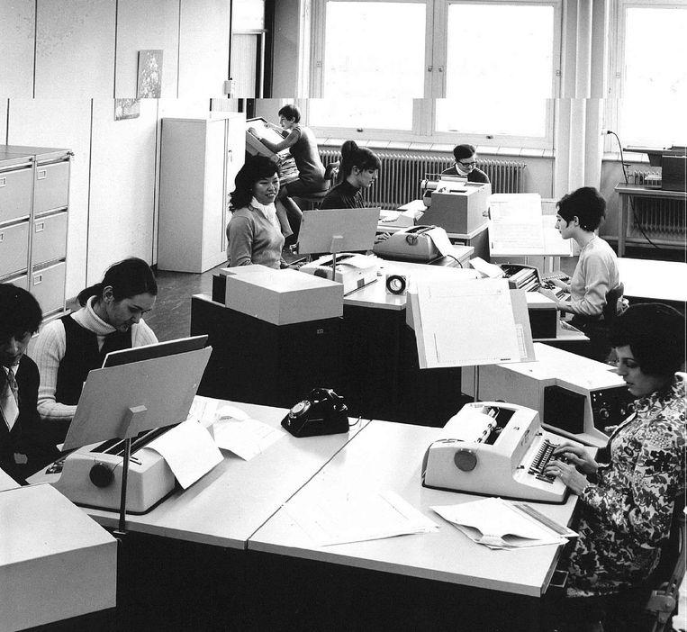 Een verdwenen beroep: typistes in 1975. Beeld ANP