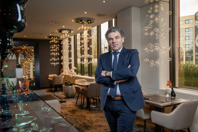 Rob Hermans, directeur van hotelketen Fletcher, in het verlaten restaurant.