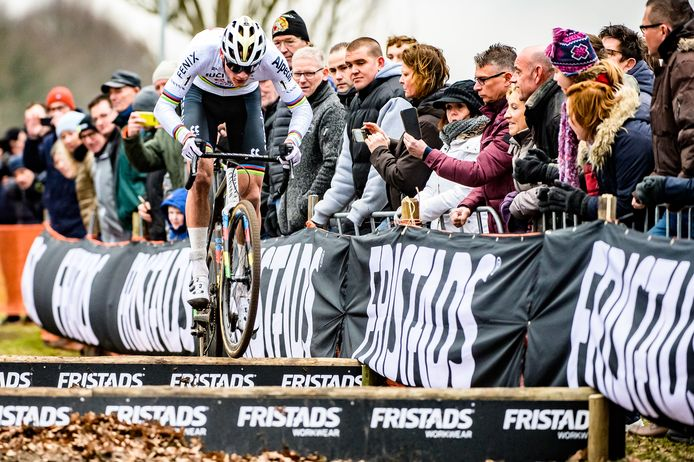 Mathieu van der Poel wordt in januari 2020 Nederlands kampioen veldrijden in Rucphen.