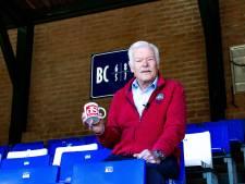 Gerrit weet dat het bloed, zweet en tranen kost om de mooiste tribune van Gelderland te laten stralen