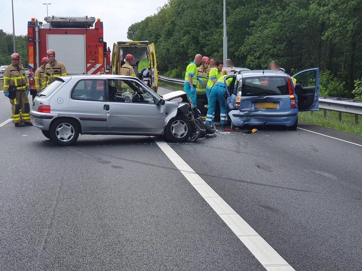 Een ongeval op de A50 zorgt voor forse vertraging vanaf Apeldoorn richting Arnhem.