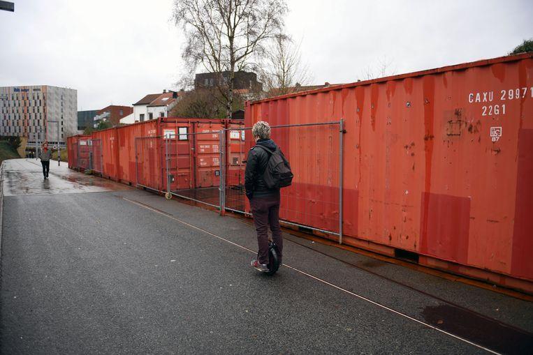De containers zijn niet bepaald een meerwaarde voor het Locomotievenpad in Kessel-Lo.
