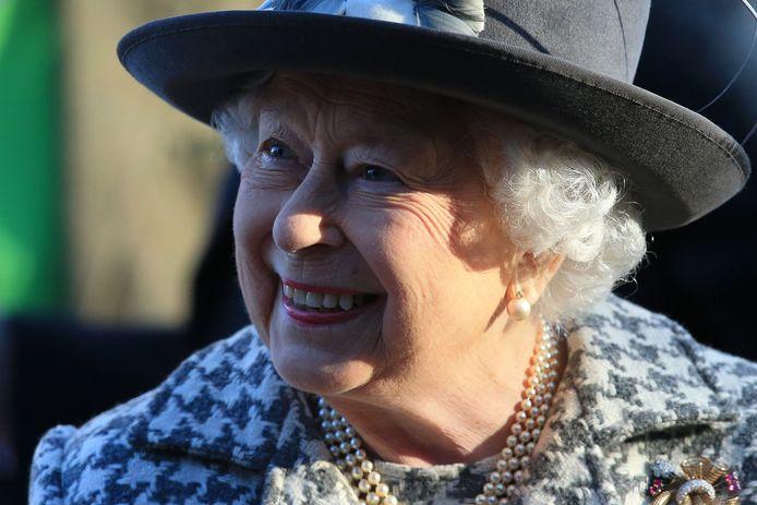 Queen Elizabeth bij het verlaten van een kerkdienst in St Mary the Virgin Church in Hillington, Norfolk, oost England op 19 januari.