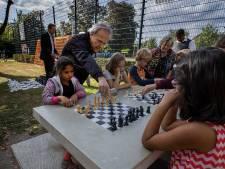 Iedereen kan een potje schaken op het schaakplein in Woensel-West