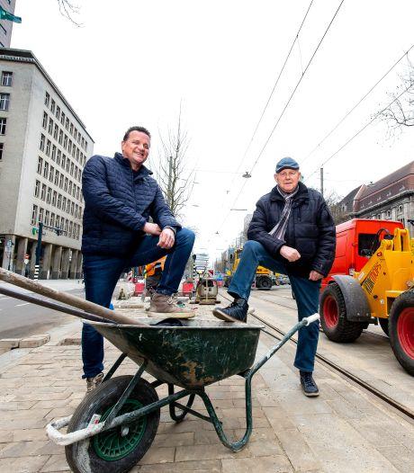 Stratenmakers Aad (77) en zoon John (54) werkten allebei aan de Coolsingel: 'Het allermooiste beroep'