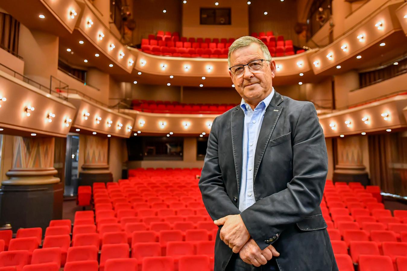 Cees Meijer in april 2020, net na de sluiting van stadsschouwburg De Maagd in Bergen op Zoom. 'Heel blij met het grote enthousiasme van het publiek. Ze missen ons en wij hen!'