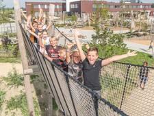 Brede school op Tholen is enorme stap vooruit: van 'gaten, kieren en muizen' naar een speeltuin als schoolplein