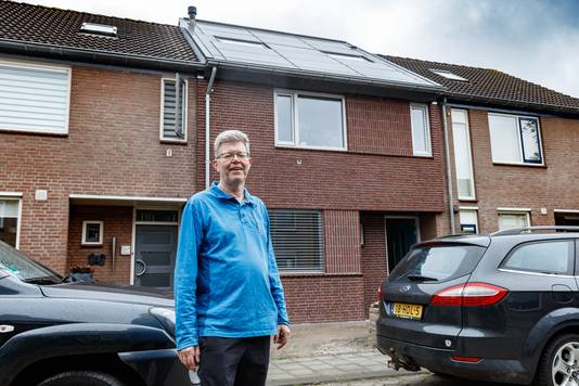 Peter Rijvers heeft een demo-woning op gebied van Nul op de Meter. Er is veel aan het standaardhuis veranderd om het energieneutraal te maken.