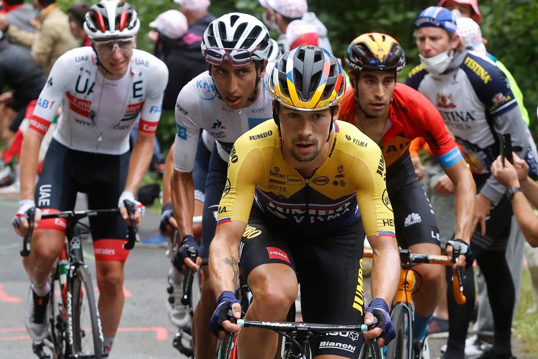 Roglic en Bernal, met Pogacar en Landa, in de Tour van 2020. Beeld Photo News