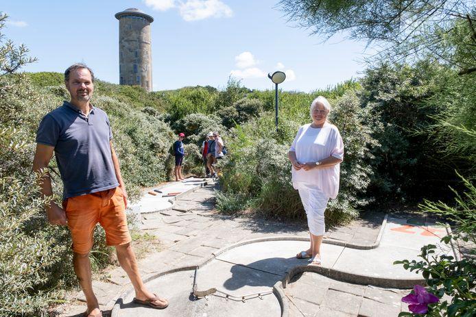 Bert en Carla Tuk op de minigolfbaan die eind dit jaar voorgoed sluit.